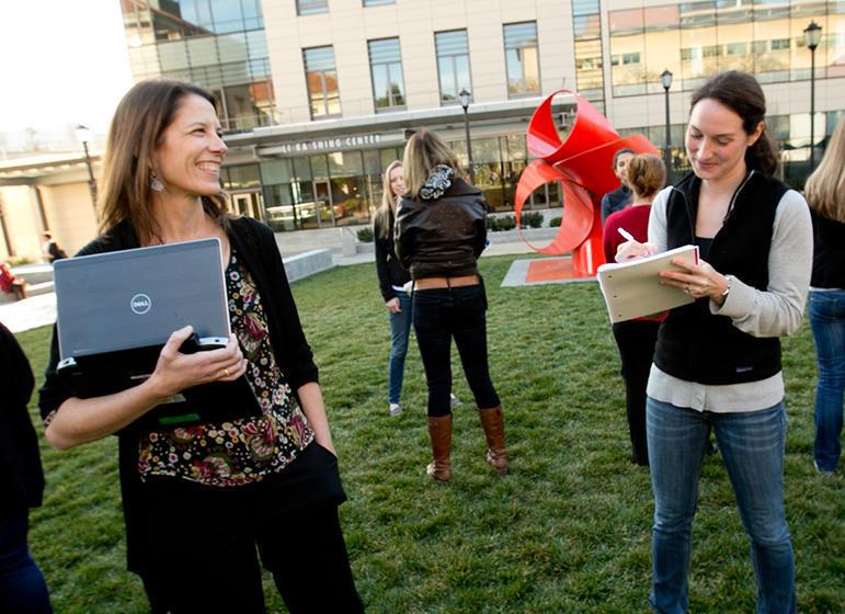 Wallace Center faculty Julianna Deardorff with student